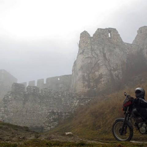 Tatratortour_Nebel_ueber_ der_Zipserburg