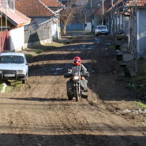 aufSpurensuche_Transsylvanien_rumaenische_Dorfstrassen